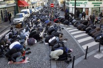 Brisel: Ulica blokirana zbog džume namaza (video)